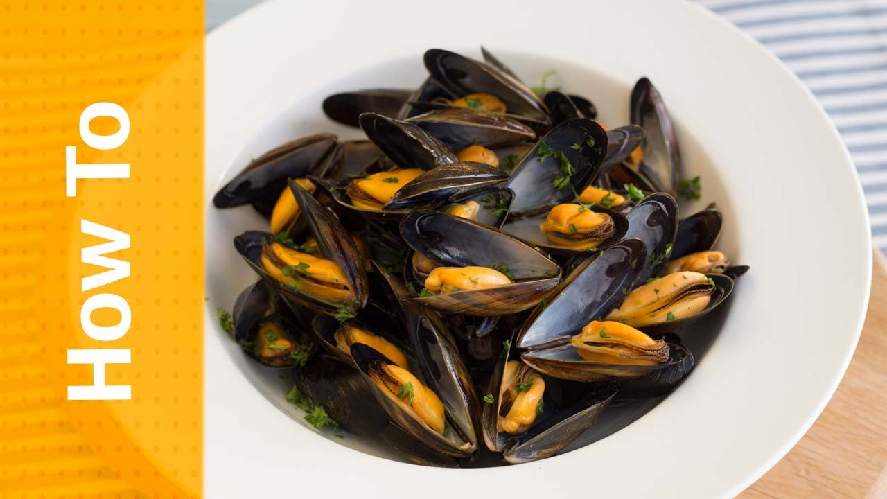 How to Cook Mussels - YouTube