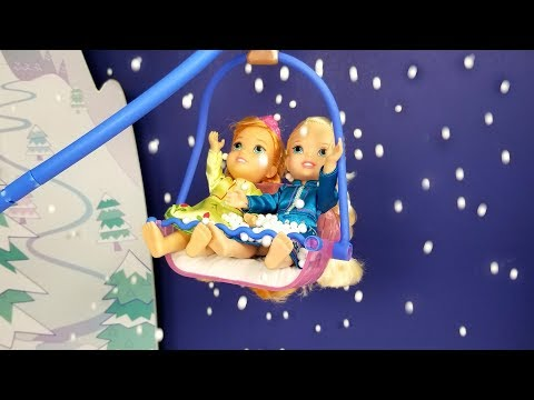 Ski lift ! Elsa and Anna toddlers - Skating - Snow house LOL dolls