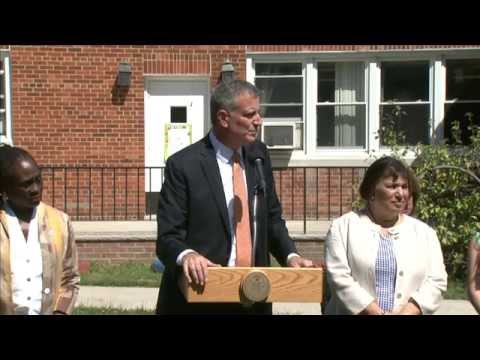 Mayor de Blasio Visits Sacred Heart School
