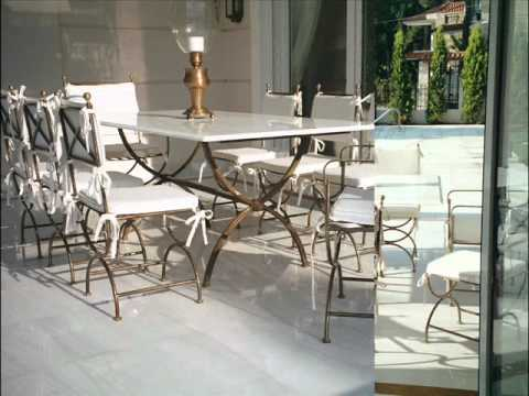 Meubles d 39 exterieur metz table de jardin cayenne youtube for Table exterieur luxe