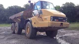 Becoming a dump truck operator in the construction industry