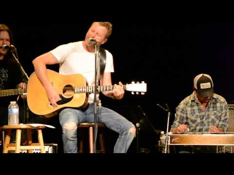 "Dierks Bentley sings and tells story behind ""I Hold On"" at fan club party"