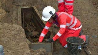 شاهد: اكتشاف مقبرة في لندن تحتوي رفاة عشرات آلاف الاشخاص منذ القرن 18 …