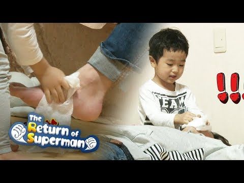 Seung Jae's Wiping His Dad's Feet [The return of superman Ep 217]