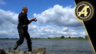 Поклёвка ЖЕРЕХА! Рыбалка на спиннинг! Обзор кошельков для блесен и воблеров. Отдых с сыном на РЕКЕ!