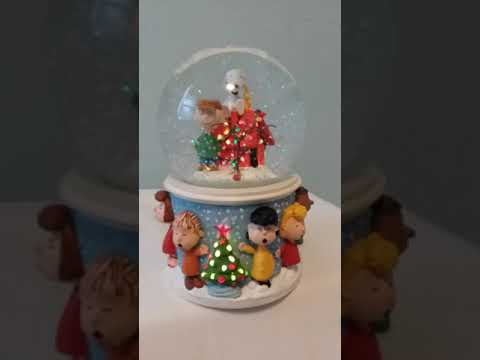 Hallmark Charlie Brown Christmas Snow Globe
