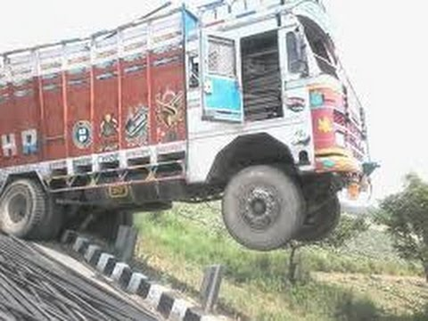 Most dangerous road In Camera Caught The Car And truck accident Segment 2017