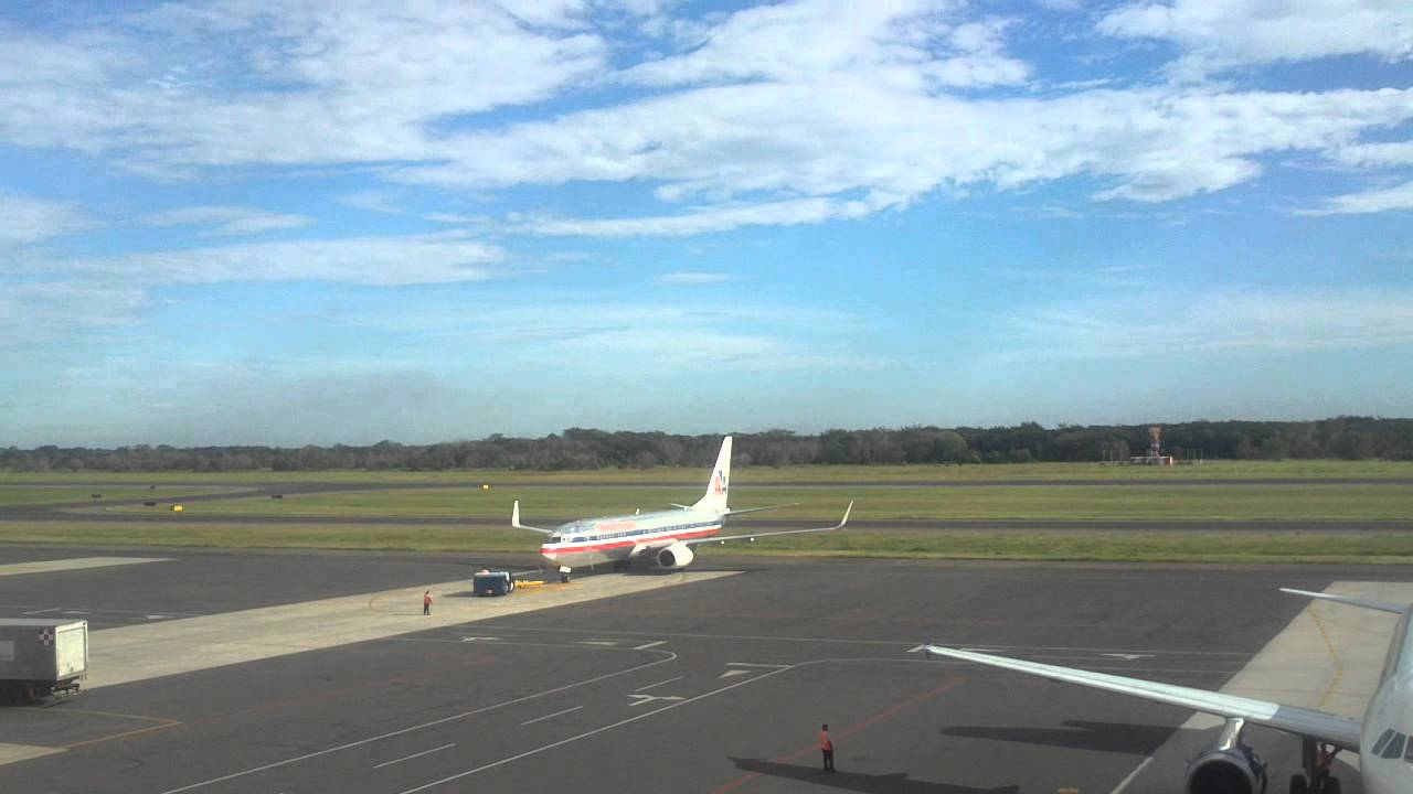 American Airlines Boeing 737 800 El Salvador Intl Airport