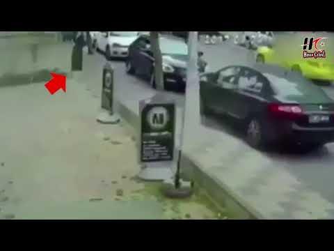 Ataşehir'de Türbanlı Kadına Yumruklu Saldırı. Kadın Türbanlı Olduğundan Hiçbir Yavşak Ayaklanmadı.