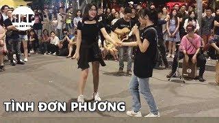 Tan Chảy Với Cover Tình Đơn Phương Cực Hay Của Em Gái Xinh Trên Phố Đi Bộ