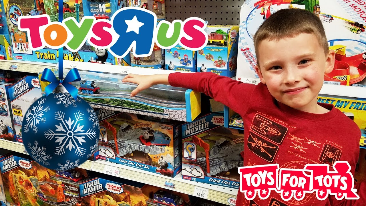 Toys R Us CHRISTMAS | TOY HUNT for Kids | Toys For Tots ...