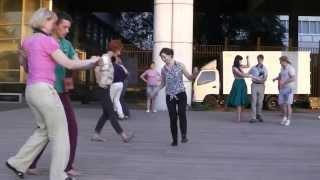 Бесплатные уроки в группе Алексея Калинина по буги-вуги в парке