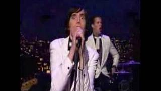 The Hives playing *Walk Idiot Walk* live at the Letterman-TV-Show -...