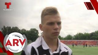 Un joven es impactado por un rayo mientras jugaba fútbol | Al Rojo Vivo | Telemundo