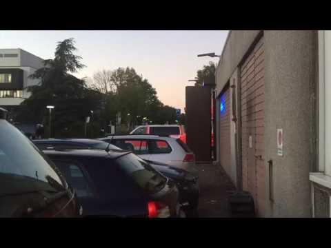Krankenwagen mit Schrottsammler musik