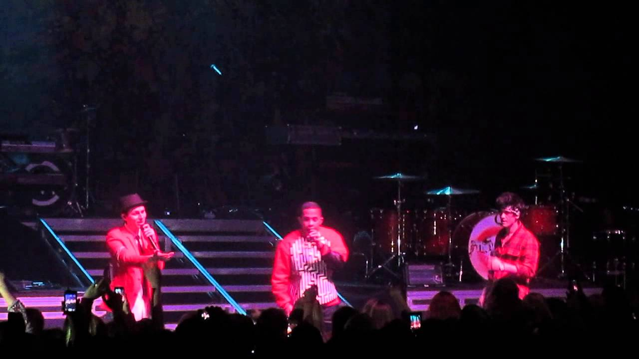 Download Midnight Red - Diamonds (Intro) - Detroit 4/18/14
