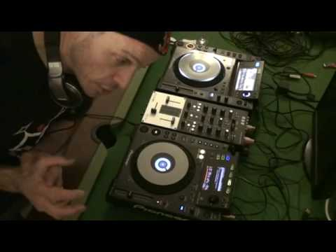 DJ Tutorial on Mixing Dubstep and droping a house toon in too!