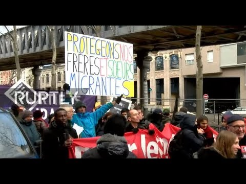 LIVE: Pro-migrant protesters rally in Paris