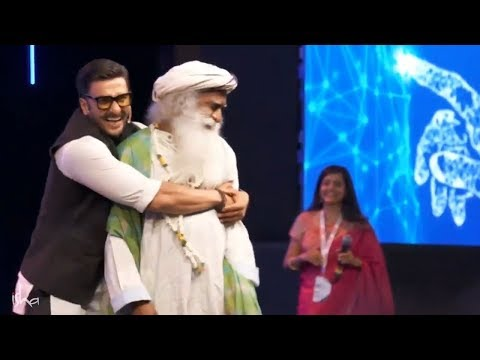Ranveer Singh and Sadhguru Dance on Popular Demand at IIM Bangalore Leadership Summit 2018