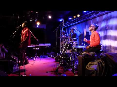 Amp Fiddler - Waltz of a ghetto fly/Eye to eye/Off your mind (New Morning - Paris - Sept 23rd 2013)