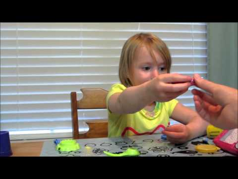 three-year-old-reviews:-hello-kitty-lipstick-and-lip-balm---makeup-tutorial!