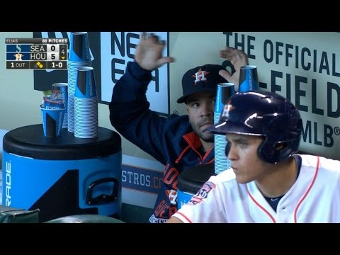 Altuve stays busy in dugout by stacking cups