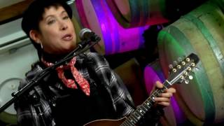 Watch Michelle Shocked Arkansas Traveler video