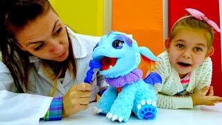 Игрушки Furreal: лечим Дракошу. Видео для детей.