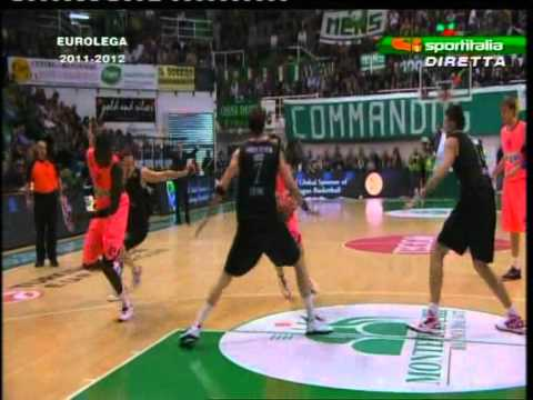 David Moss stops Boniface Ndong (Montepaschi Siena vs. FC Barcelona 77-74 # Euroleague)