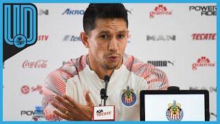 El director deportivo, Ricardo Peláez, escuchó atento a su capitán, quien expresó su descontento por la determinación