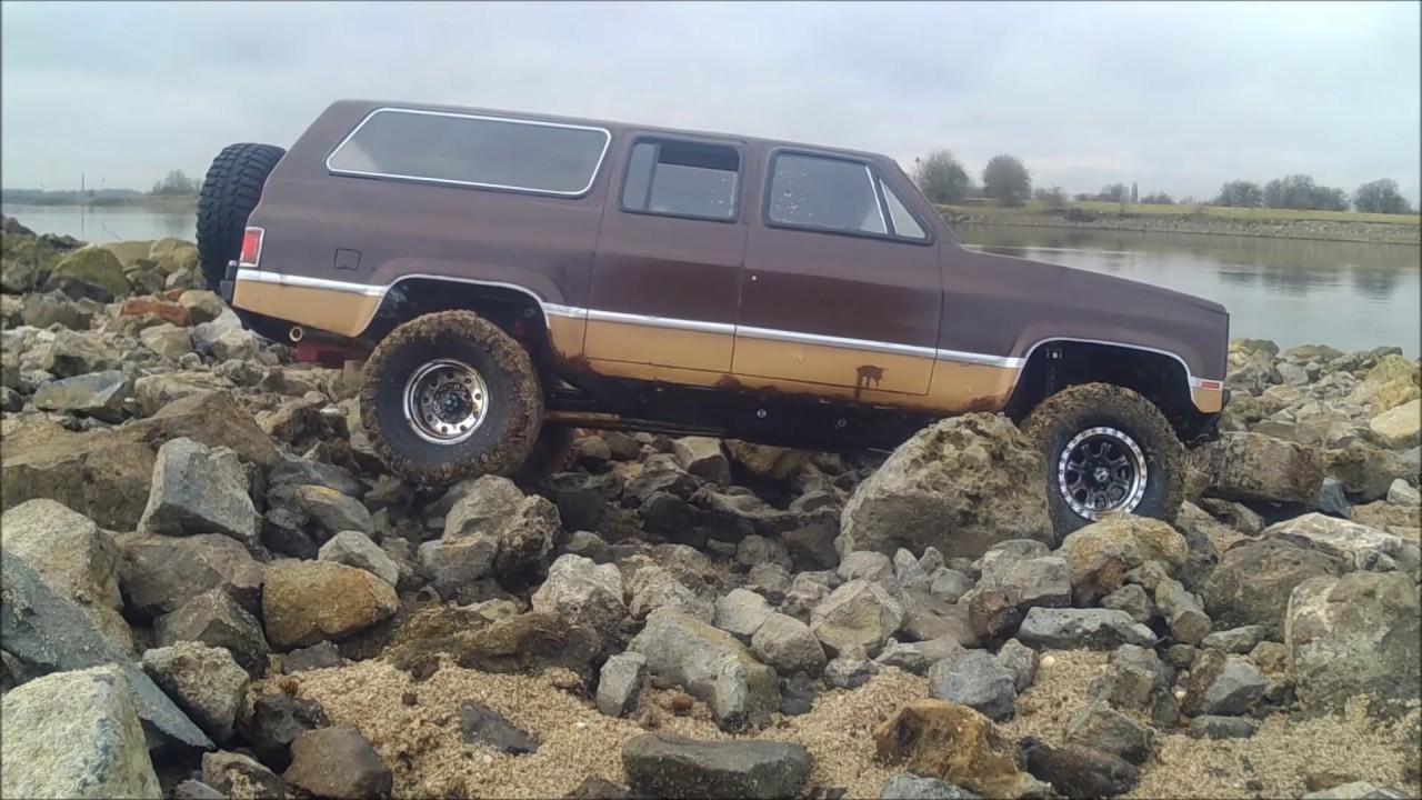 Vaterra ascender Chevy k20 Suburban #2 - YouTube