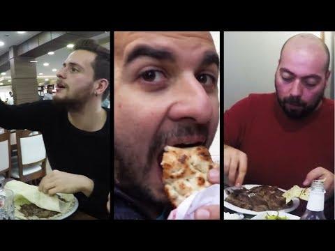 İstanbul'un En İyi 3 Dönercisini Test Ettik: Bu videoda çeşitli kaynaklarda İstanbul'daki en iyi dönerci olarak gösterilen 3 farklı mekanı test ediyoruz. Tabii herbirinde işletmelerin dönerlerini tadıyoruz. Videonun sonunda da kendimize göre İstanbul'un en iyi dönerci sıralaması yapıyoruz.   Mediakraft'ın diğer kanallarındaki eğlenceli videoları izlemek için tıklayın: ► Yapyap: https://www.youtube.com/yapyap ► Oyun Delisi: https://www.youtube.com/oyundelisi ► BonbonTV https://www.youtube.com/bonbontv  Bizi Facebook'ta takip edin:  ► http://facebook.com/MediakraftTurk