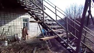 Как самому сделать лестницу.(Ещё видео - http://www.youtube.com/channel/UCmQZSA8xzZGkLZQKV7hUiDg/videos Как самому сделать лестницу. Лестница из алюминия ..., 2014-03-29T12:06:26.000Z)