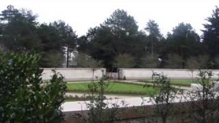 PYRAMIDE ILLUMINATI au mémorial du cimetiaire us en Normandie