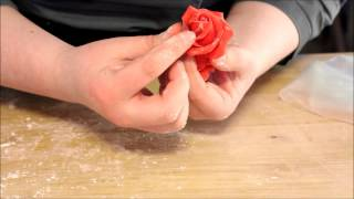 Repeat youtube video Cake tutorials: How to make a red velvet cake with chocolate roses