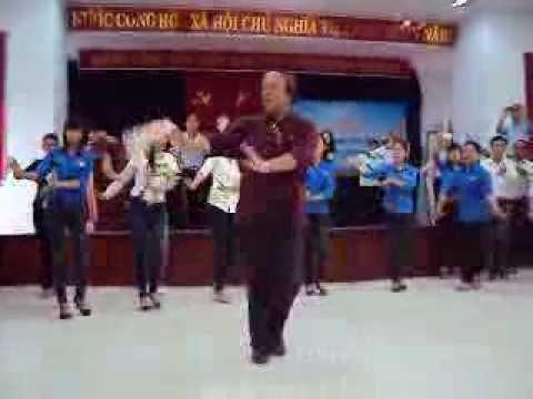 Bài múa Hoa ban vào lớp