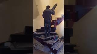 Установка ступеней на лестнице