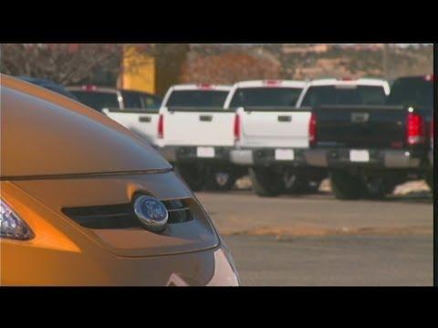 Gang raids car dealership, sparks chase