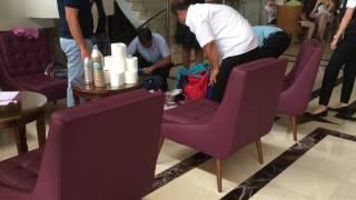 Турция 2017 управляющий отеля досматривает багаж