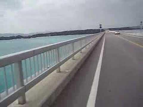 古宇利大橋をバイクで通過(From古宇利島)