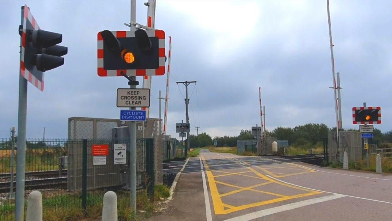 Golden High Hedges Level Crossing, Lincolnshire