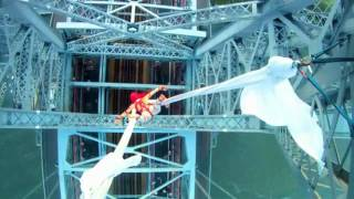 Tubidy MP3 - Aerialist Seanna Sharpe 285 Feet Over The Williamsburg Bridge