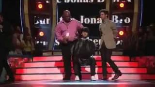 Joe Jonas Cuting Hair At Teen Choice Awards 2009