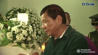 Video President Duterte condoles with the families of soldiers and cops killed in Marawi fighting download MP3, 3GP, MP4, WEBM, AVI, FLV Oktober 2018