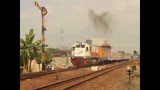 Kereta Api Logawa (Purwokerto-Jember) Berangkat Dari Stasiun Purwosari