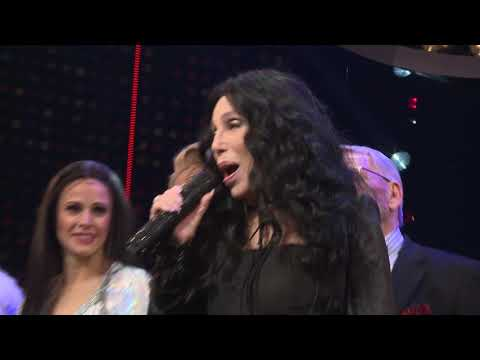 Careth - WATCH: Cher Gives Surprise Performance At The Cher Show Opening Night