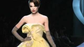 Défilé Couture Printemps/Eté 2011 de Christian Dior avec interview de John Galliano.