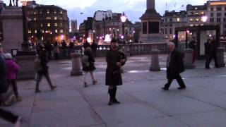 A guy playing bagpipe at Trafalgar Square 23/1-2014