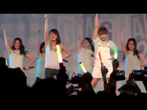 [FANCAM] JKT48 - Boku wa Ganbaru  at Gingham Check HS Festival 141004