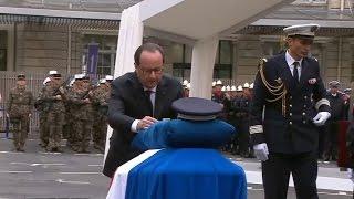 Vive émotion lors de l'hommage national rendu à Xavier Jugelé, policier tué sur les Champs-Élysées